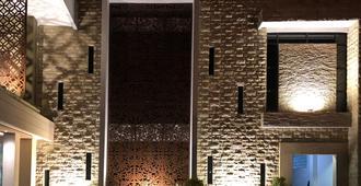 仙娜1号酒店 - 泗水