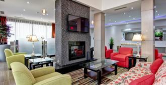 多伦多北约克贝斯特韦斯特酒店及套房 - 多伦多 - 客厅