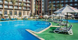 珍宝运动城市和水上乐园酒店 - 前托里普酒店 - 开罗 - 游泳池