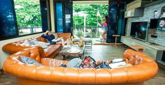多雷旅舍 - 卡伦海滩 - 客厅
