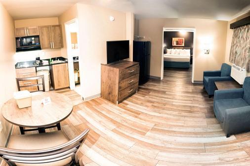 夏洛特巴兰坦郊区长住公寓酒店 - 夏洛特 - 客厅