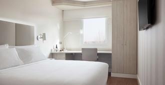 Nh巴拉哈斯酒店 - 马德里 - 睡房