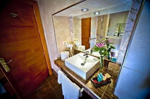 卡斯蒂利亚伯爵酒店 - 塞哥维亚 - 浴室