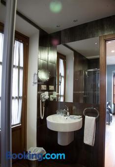 阿方索九世酒店 - 卡塞雷斯 - 浴室