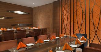 华美达广场jhv酒店 - 瓦拉纳西 - 餐馆
