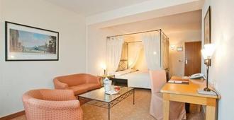 杜塞尔多夫巴巴罗萨酒店 - 杜塞尔多夫 - 睡房
