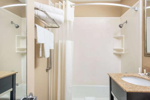 查尔斯湖历史区豪生酒店 - 查尔斯湖 - 浴室