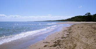 贝斯特韦斯特大使汽车旅馆 - 赫维湾 - 海滩