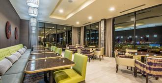 丹佛市中心万豪费尔菲尔德套房酒店 - 丹佛 - 餐馆