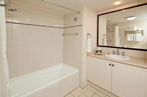 曼特拉滨海酒店 - 凯恩斯 - 浴室