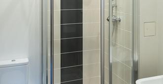 国王路公寓式酒店 - 雷丁 - 浴室