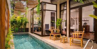 传承套房酒店 - 暹粒 - 游泳池