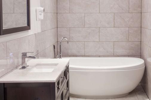 金士顿骑士旅馆 - 金斯顿 - 浴室