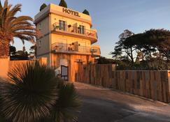 阿尔玛娜雷海滩酒店 - 耶尔 - 建筑