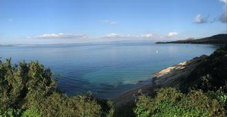 阿尔玛娜雷海滩酒店 - 耶尔
