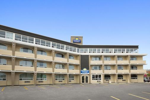 戴斯酒店及套房 - 北湾 - 北湾 - 建筑