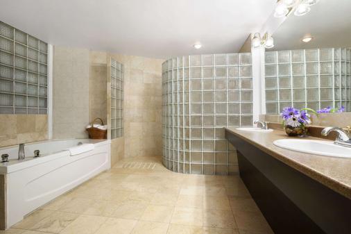戴斯酒店及套房 - 北湾 - 北湾 - 浴室