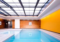 帕克斯西佳精选酒店 - 兰斯 - 游泳池