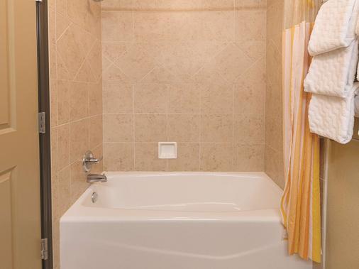 南韦科伍德韦拉昆塔套房酒店 - 韦科 - 浴室