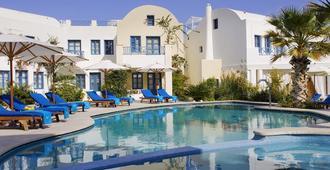 塔马瑞克斯德尔麦套房酒店 - 卡马利 - 游泳池
