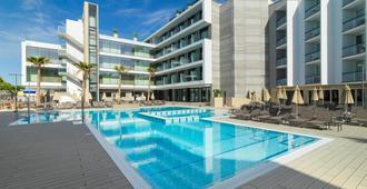 H10卡萨德尔玛尔酒店 - 圣蓬萨 - 游泳池