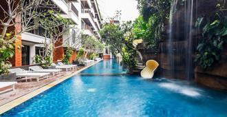 水明漾贾布卢武克海洋酒店 - 登巴萨 - 游泳池