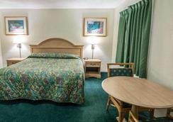 皮尔斯堡罗德威汽车旅馆 - 皮尔斯堡 - 睡房