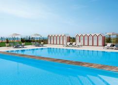 亚得里亚海皇宫酒店 - 耶索洛 - 游泳池