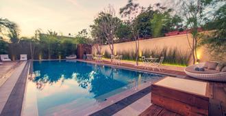 普拉奇3号酒店 - 尼甘布 - 游泳池