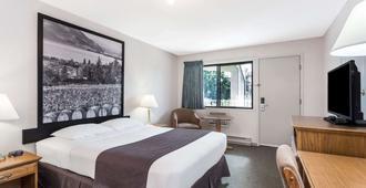 基隆拿速8酒店 - 基洛纳 - 睡房