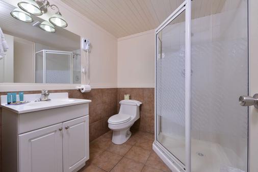 维农加拿大最佳价值套房酒店 - 弗农 - 浴室