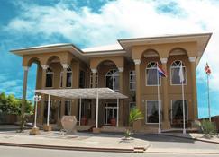 舍瓦酒店 - 帕拉马里博 - 建筑