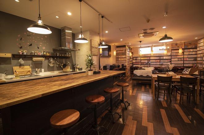 难波内拉瑞尔旅舍 - 大阪 - 酒吧