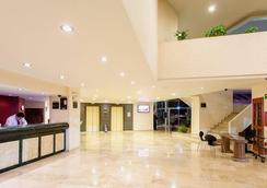 莫雷利亚格兰贝斯特韦斯特plus酒店 - 莫雷利亚 - 大厅