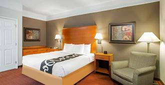 拉奎因特套房诺福克机场酒店 - 诺福克 - 睡房