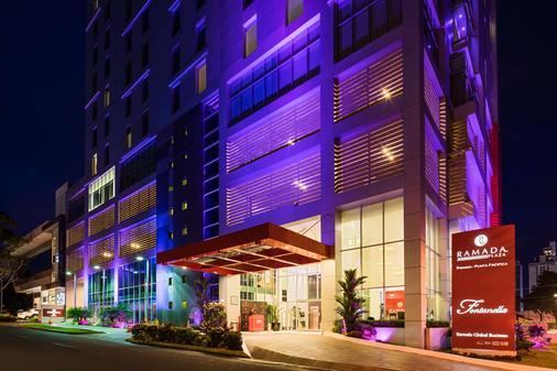 巴拿马蓬塔帕西菲卡华美达广场酒店 - 巴拿马城 - 建筑