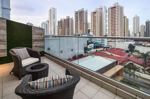 巴拿马蓬塔帕西菲卡华美达广场酒店 - 巴拿马城 - 阳台