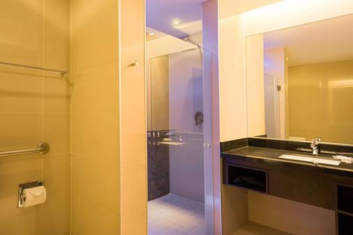 巴拿马蓬塔帕西菲卡华美达广场酒店 - 巴拿马城 - 浴室