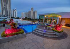 巴拿马蓬塔帕西菲卡华美达广场酒店 - 巴拿马城 - 游泳池