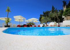 堤亚纳别墅酒店 - 扎达尔 - 游泳池