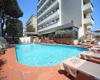 国家酒店 - 里米尼 - 游泳池