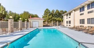 雪松城美洲最佳价值旅馆 - 雪松城 - 游泳池