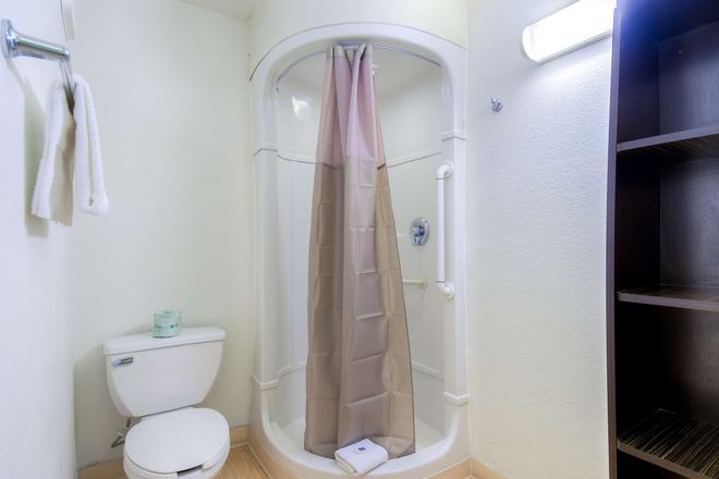 拉斯维加斯热带6号汽车旅馆 - 拉斯维加斯 - 浴室