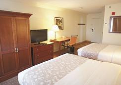 斯坦福拉昆塔套房及酒店 - 斯坦福德 - 睡房
