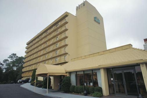 斯坦福拉昆塔套房及酒店 - 斯坦福德 - 建筑