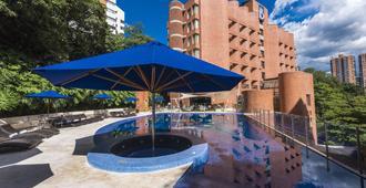 麦德林-贝尔福-达恩卡尔顿酒店 - 麦德林 - 游泳池