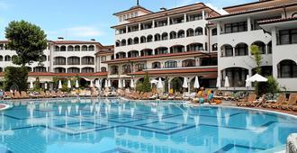 海伦娜公园超式酒店 - 阳光海滩 - 建筑