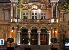 阿维尼翁中心教皇宫美居酒店 - 阿维尼翁 - 建筑