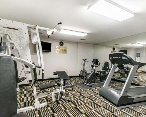 品质套房酒店大学/机场 - 路易斯威尔 - 健身房