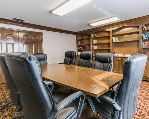 品质套房酒店大学/机场 - 路易斯威尔 - 会议室